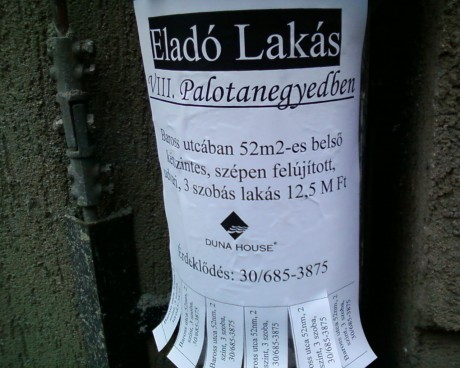 Duna House illegális plakát