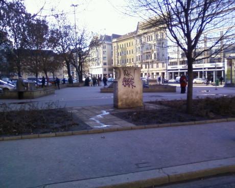 Falfirka a Blaha Lujza térnél