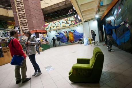 Így néz ki a frissen kifestett belső tér. A tervek szerint a festést sokáig érintetlenül hagyják, ez szolgál majd dekorációként a következő évek bulijaihoz