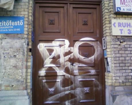 Újabb falfirka jelent meg a József körúton