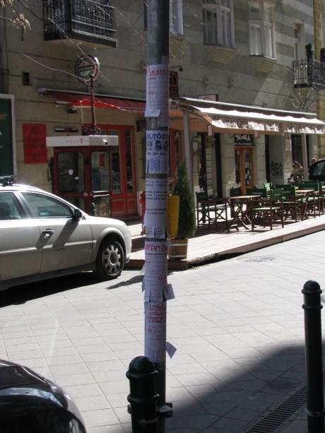 A Ráday utca tele van vadplakátokkal