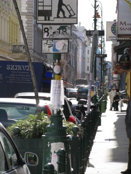 Vadplakátok a Ráday utcában