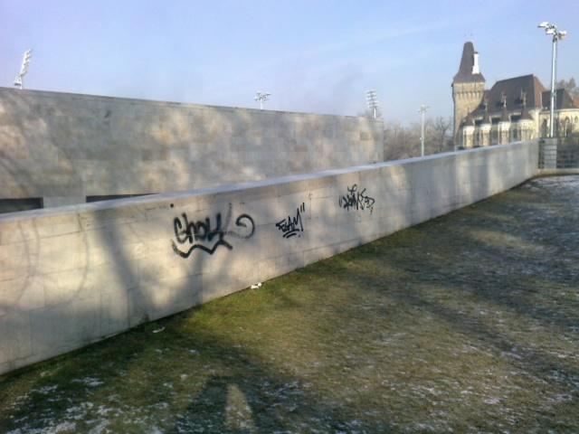 Falfirkák a Műjégpályán