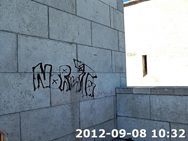 Falfirka a Szabadság szobornál